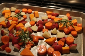 roasted-veggies-with-rosemary-carrots-potatoes-butternut-squash-ready-to-cook-uncooked-raw-4